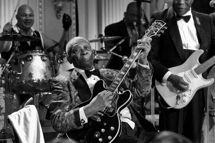 The King is dead.  Long live the King...   Mr. King's world-weary voice and wailing guitar lifted him from the cotton fields of Mississippi to a global stage and the apex of American blues.