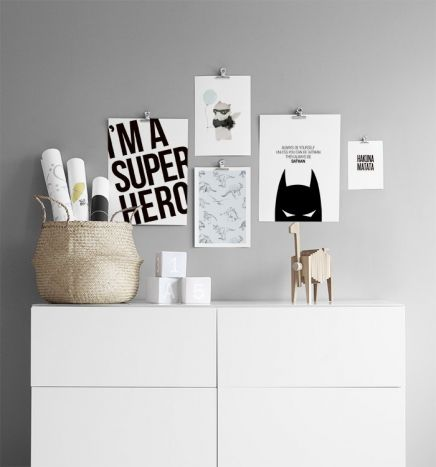 Create a gallery wall for your little folks with their favourite animals, superheroes or cute quotes. Try our clips, it's easy and looks Fab! www.desenio.com