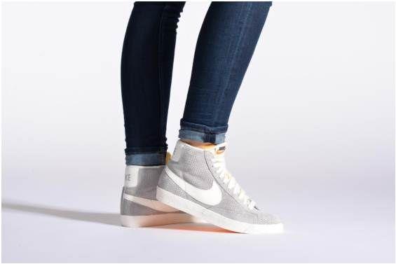 Baskets Wmns Blazer Mid Suede Vintage Nike vue portées chaussures