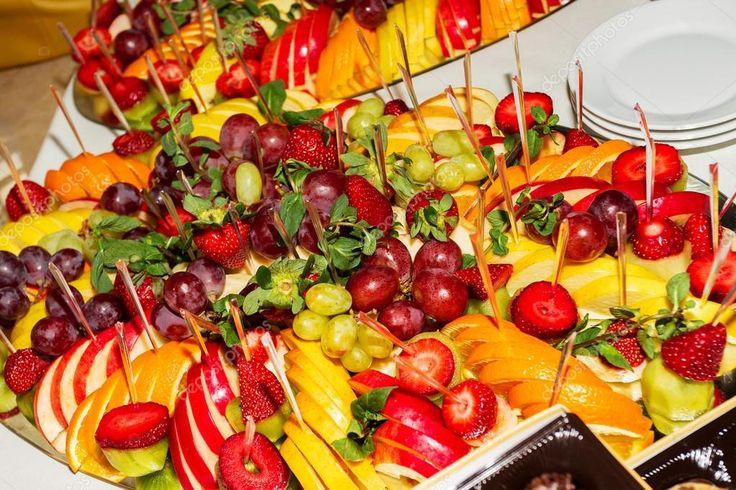 Αυθεντικό μπουφέ, ανάμεικτα φρέσκα φρούτα, μούρα και εσπεριδοειδών ...