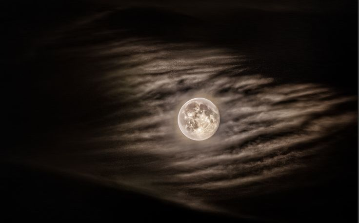 Photo Moon in perygeum by Sebastian Rudnicki on 500px