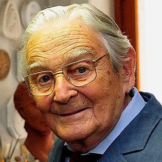† Silvio Gazzaniga (95) 31-10-2016 Italiaanse ontwerper wereldbeker voetbal overleden De ontwerper en maker van de beker die bij het WK voetbal wordt uitgereikt, is overleden. Silvio Gazzaniga stierf vandaag in zijn geboortestad Milaan op 95-jarige leeftijd. https://youtu.be/ochbLdaFxFE