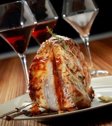 Χοιρινό κόντρα ψητό με σάλτσα από τους χυμούς του | Γιάννης Λουκάκος