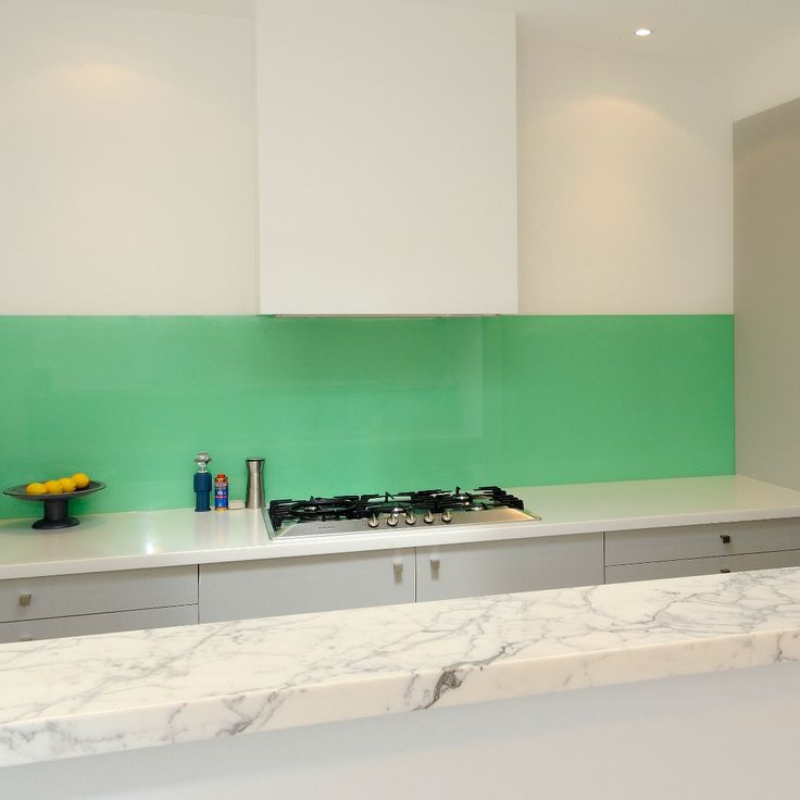 Bright splashbacks provide a functional and attractive way to brighten up your kitchen!