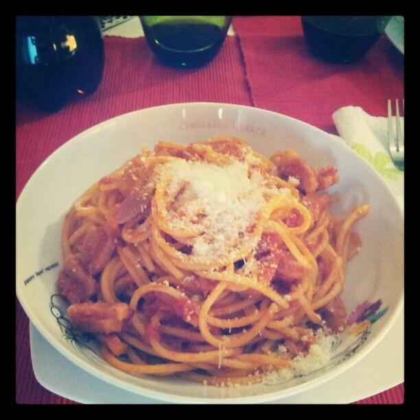 Aria bona gente mejo,li spaghetti amatriciani tutti allegri tutti sani Amatrice ce fa sta...  Air good people better, the spaghetti amatriciani all happy healthy Amatrice all there is is ... #amatrice #amatriciana #cucina #food #italia #italy #montagna #buono #guanciale