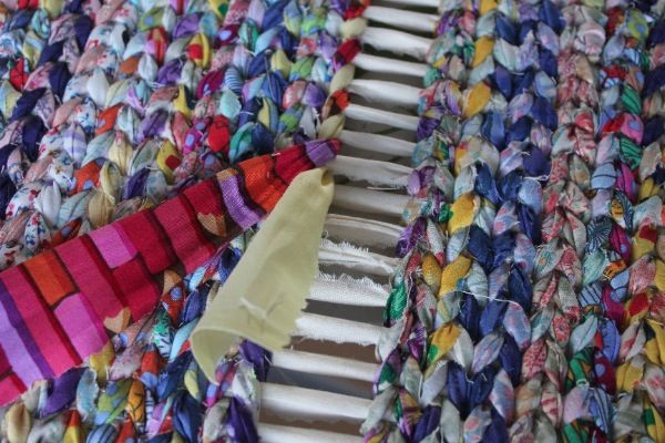 Rag Rugs tutorial: weaving from both ends.  I really don't think I will be doing a rag rug, but there's something very interesting about this way of weaving.