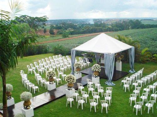 Um amor entre as Minas Gerais: Como decorar cadeira de plástico para o casamento
