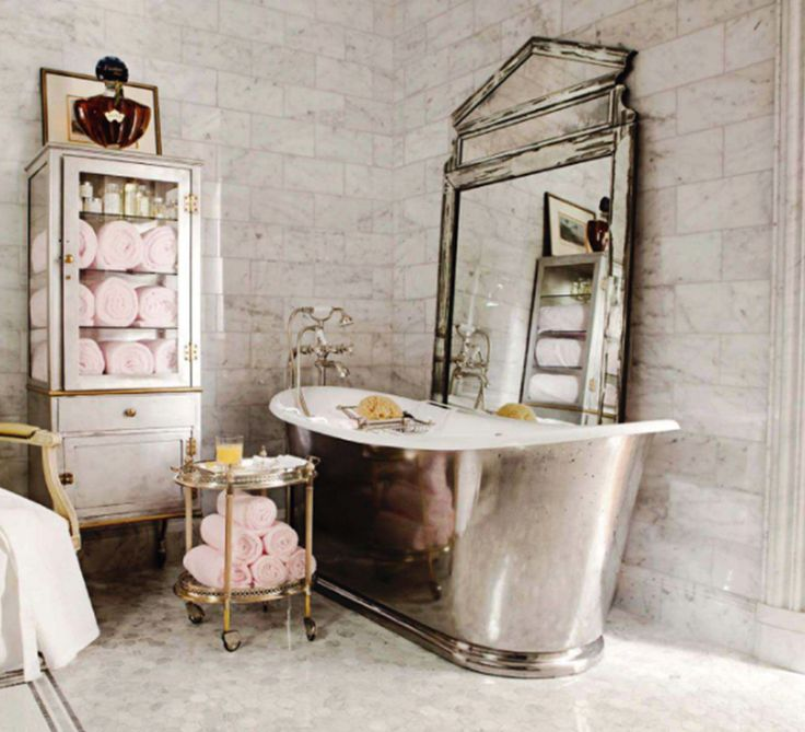 An Antique Chandelier A Burnished Cast Iron Tub Silver Decor And Vintage Pharmacy Cabinet Give The Bathroom In Designer Betty Lou Phillipss Home Its