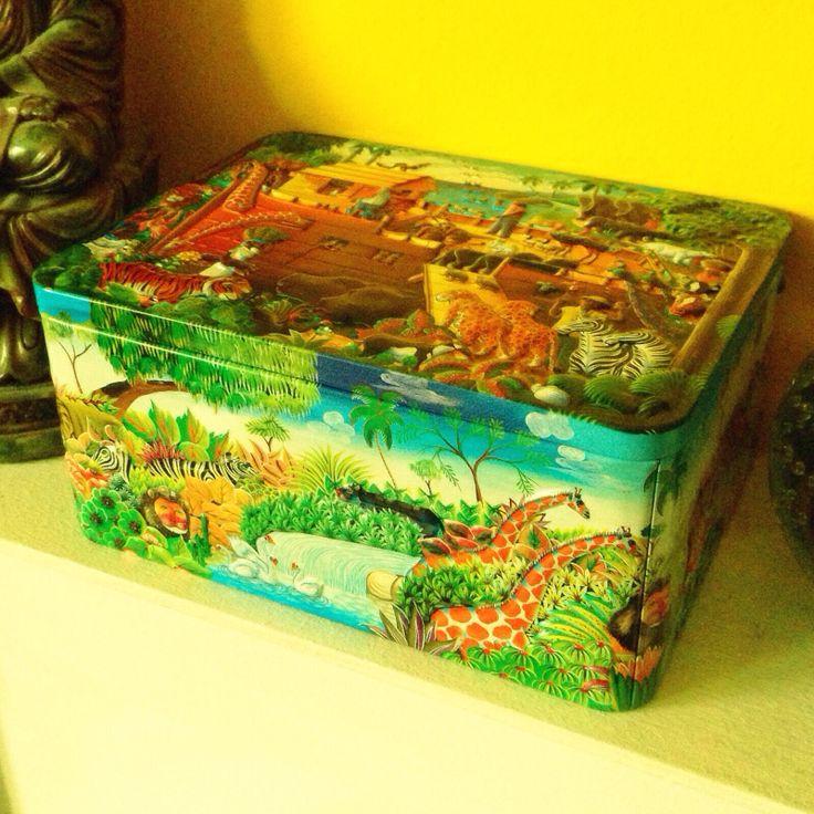 Animals and Noah's ark tin box