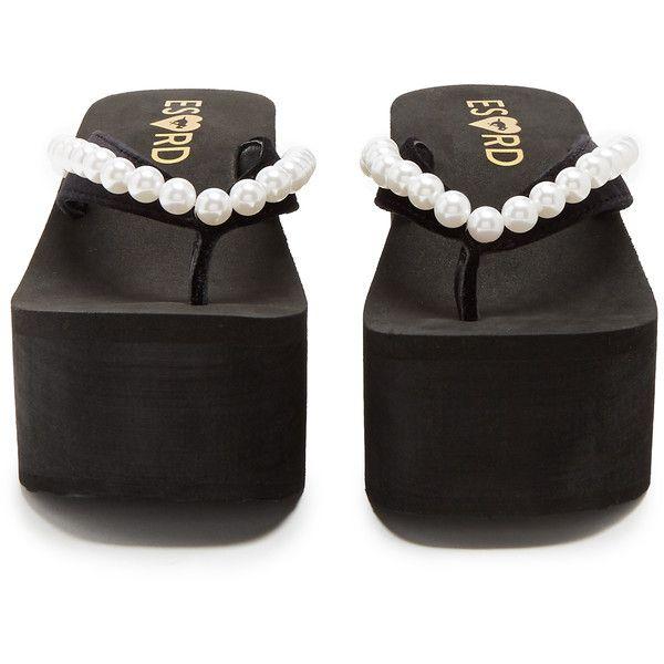ESXRD Bungalow velvet platform flip-flops ($115) ❤ liked on Polyvore featuring shoes, sandals, flip flops, embellished sandals, embellished flip flops, velvet sandals, black shoes and dog shoes