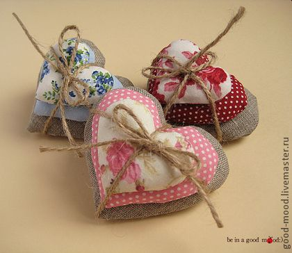Сердечки-валентинки `Вера.Надежда.Любовь`. Валентинки символизируют три неразлучных чувства, следующих всегда рядом – веру,надежду и любовь. Сердечки продаются в подарочной коробочке (11*5*11 см.