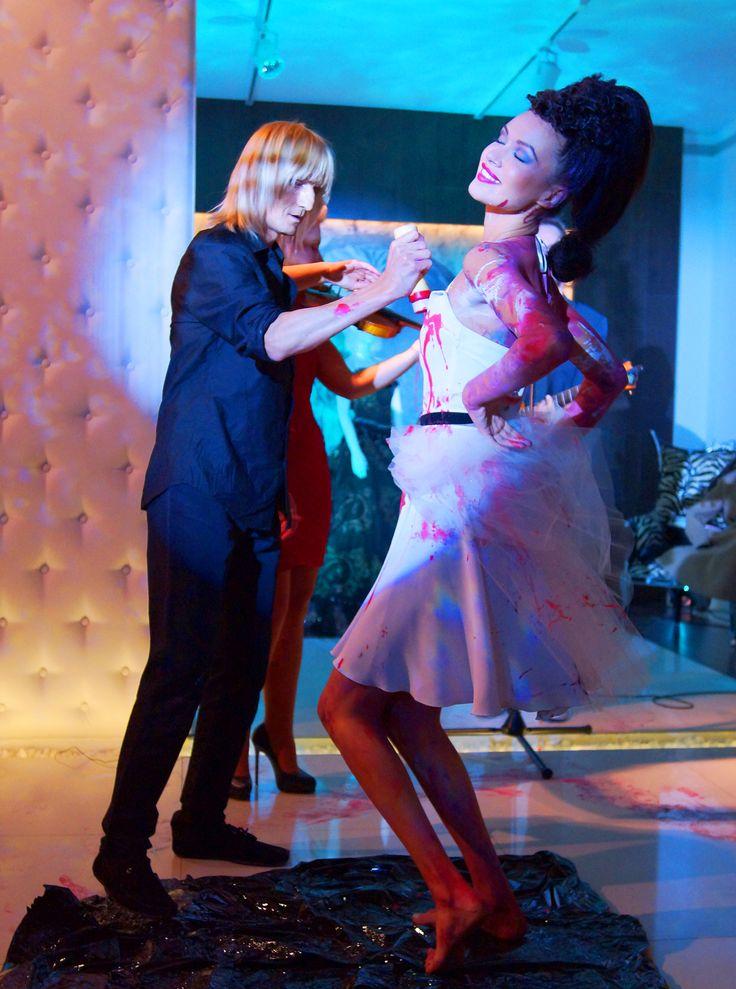 Fryzjerskie show, pokaz mody, 2 performance przy dobrej muzyce wszystko w zmysłowym klimacie podczas 15-lecie Akademii Fryzur Marzeny Kappy-Boguszewskiej. http://artimperium.pl/wiadomosci/pokaz/60,piotra-krajewskiego-arte-gra-zmyslami-na-zmyslach#.Ukh7OYa-2Sp
