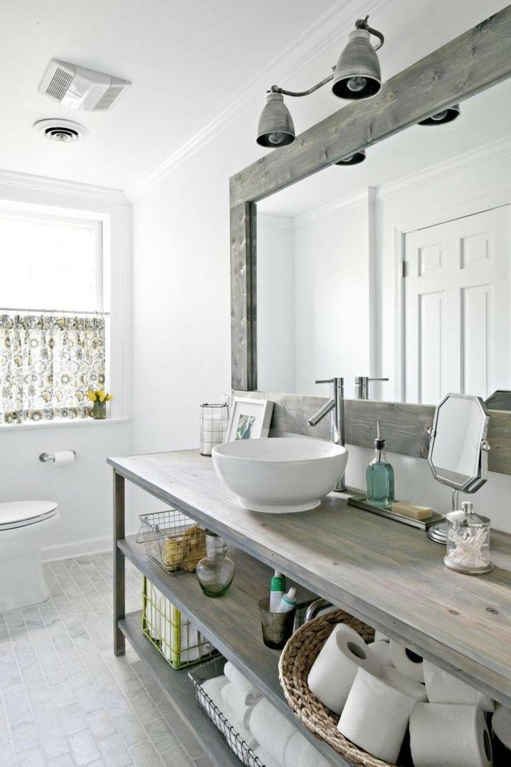 salle de bain vintage avec meubles en bois