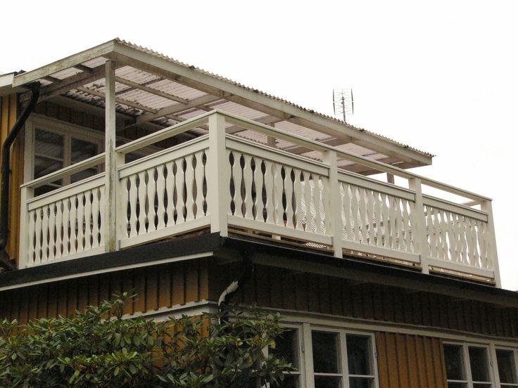 Balkong med S2-spjäla och dubbla överliggare