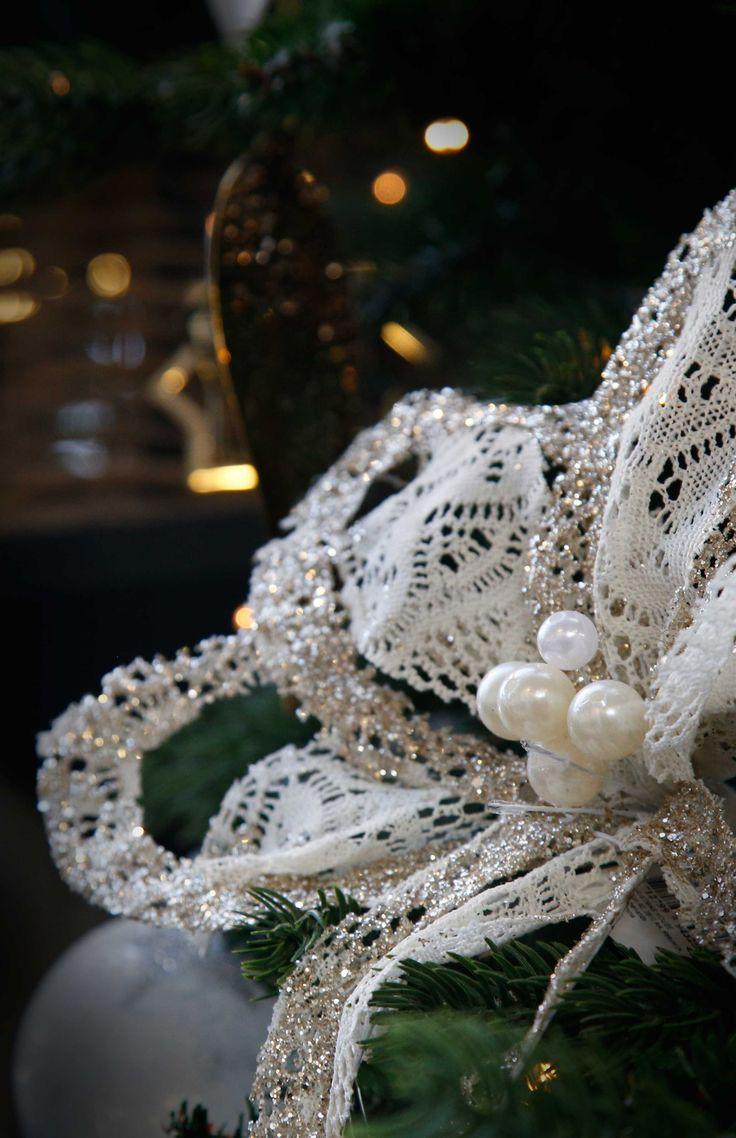 The delicacy of embroideries and the elegance of pearls: create your #ChristmasTree with the #ChicCollection! #Agricola