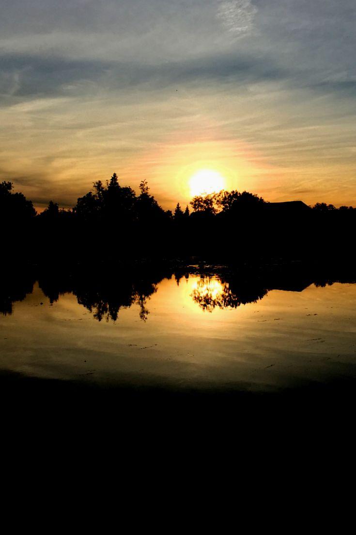 Sonnenuntergang in Soing, Frankreich während einer Reise mit dem Hausboot entlang der Saone: http://www.cityseacountry.com/de/slow-travel-house-boat-france-saone/