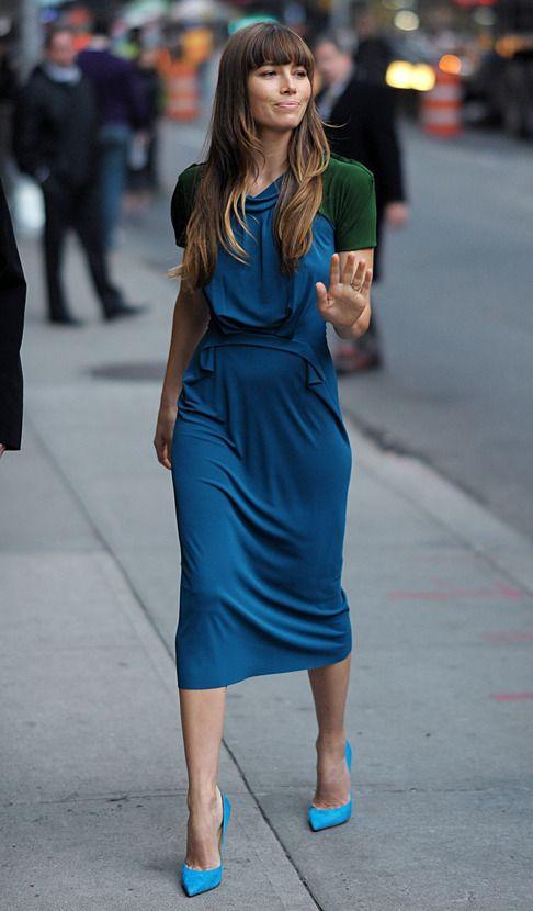 Celebrity street style | Blue dress, neon heels and green little vest
