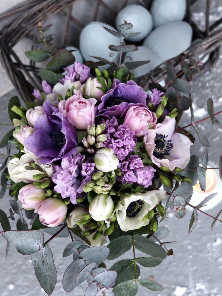 Bukett med anemoner, hyasinter og tulipaner