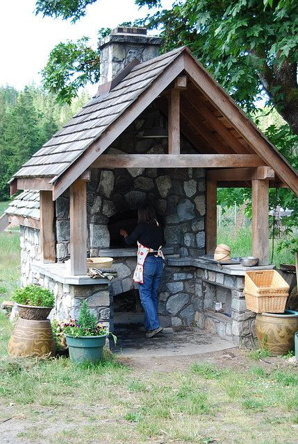 It's supoosed to be an outdoor pizza oven, but the set-up would be great for a forge as well! I'd love to have this in the yard!