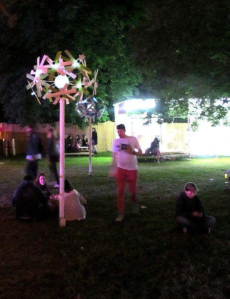 #aigrette #welovegreen WE LOVE GREEN 2014 Parc de Bagatelle  Création originale pour le festival We Love Green de 5 mât lumineux autonomes