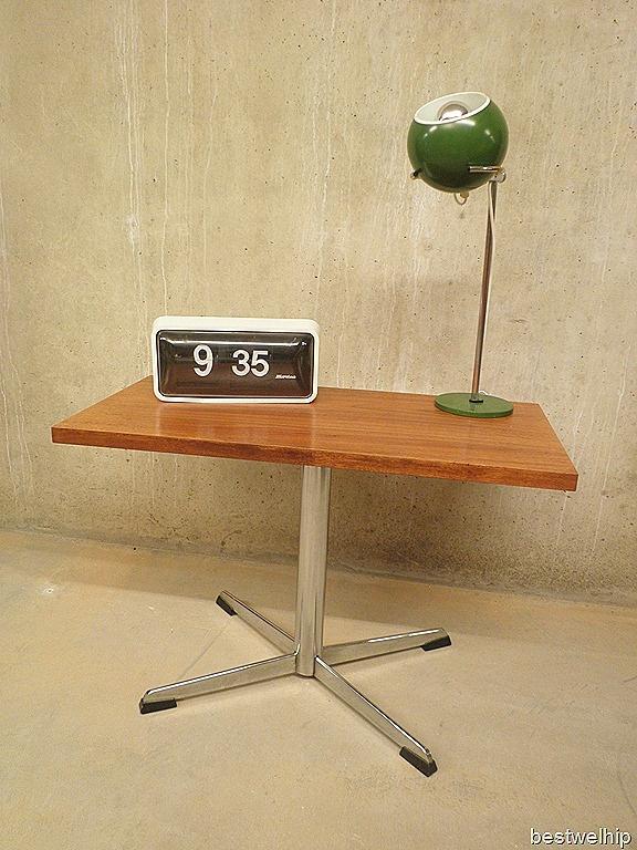 25 beste idee n over tv tafels op pinterest rustieke tv kastjes entertainment kiosk en tv - Tafel tv vintage ...