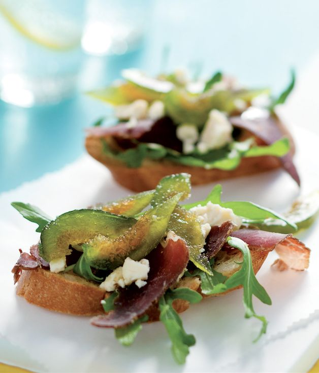 Stun your party guests with these biltong, figs & blue cheese bruschetta starters! #PnPBday