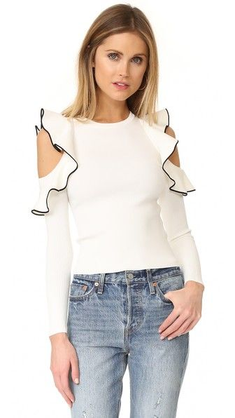 ¡Consigue este tipo de top hombros descubiertos de Whistles ahora! Haz clic para ver los detalles. Envíos gratis a toda España. Whistles Tipped Detail Cold Shoulder Top: NOTE: Sizes listed are UK. Please see Size & Fit tab. Constrast-edged ruffles accentuate the cutout shoulders on this charming Whistles sweater. Ribbed long sleeves. Fabric: Slinky mid-weight knit. 51% viscose/48% polyamide/1% elastane. Hand wash. Imported, China. Measurements Length: 20in / 51cm, from shoulder…