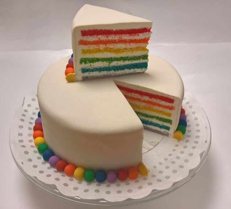 Fleurige regenboog taart. Doet het goed op elke verjaardag! Een gekleurde taart met een luchtige crème vulling. Benieuwd wat er nog meer mogelijk heden zijn bezoek dan ook onze website 123gebak.nl