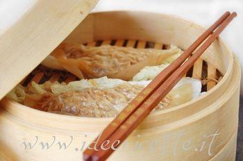 Ravioli di carta di riso al vapore ripieni di carne macinata e cavolo cinese
