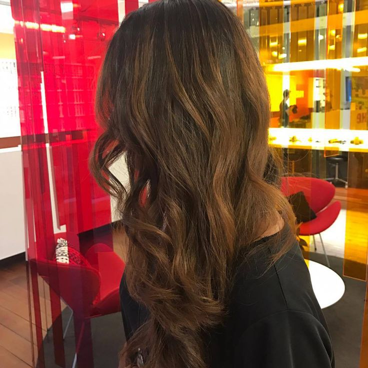 Add a little bit of depth and dimension to your hair with a soft natural looking balayage. Creative colourist: Jacky from Hue Ponsonby
