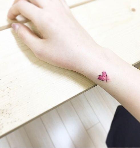 20 piccoli e romantici tatuaggi con cuori stilizzati