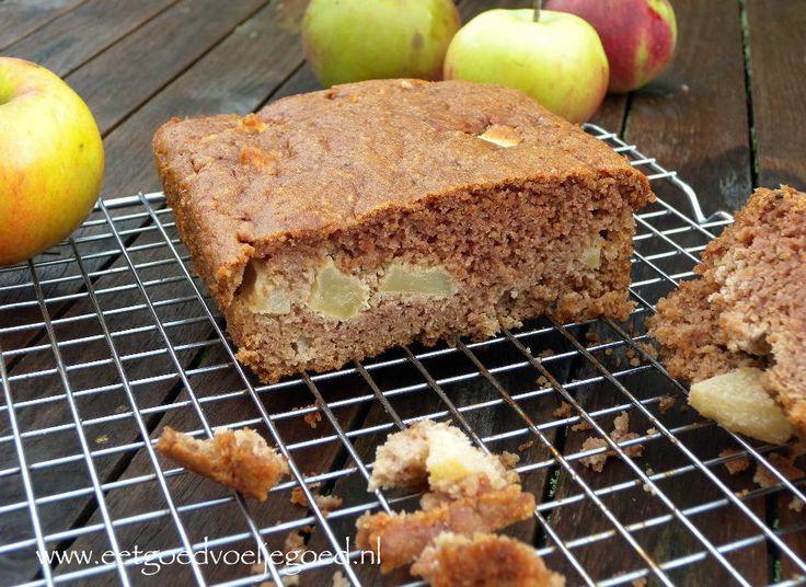 Amandelmeel Appelcake | Deze heerlijke cake is erg eenvoudig om te maken en helemaal van dit seizoen. Zure appels, kaneel en kruidnagel maken deze cake af.!
