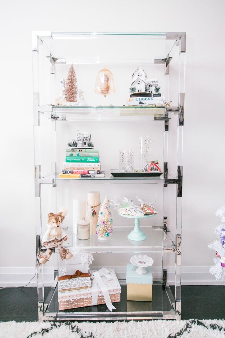5 Easy Tips To Style Your Shelfie For The Holidays