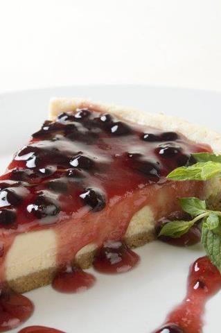 Cheesecake de Sauco - Un sofisticado y delicioso postre hecho a base de un fruto originario del Perú que es considerado parte de la llamada comida novo andina....Tienen que probarlo! - PERU