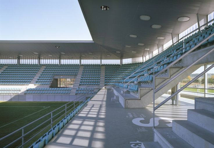 Soccer Stadium La Balastera / Francisco Mangado