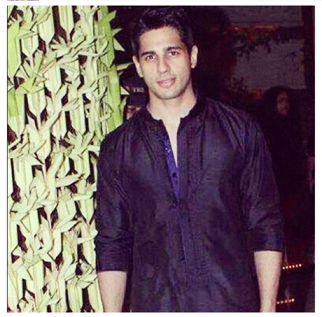 Sidharth malhotra at a Diwali bash #sidharth #malhota #cute
