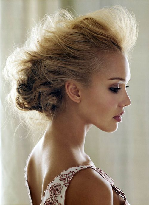 Not a huge Jessica Alba fan, but her hair here is phenomenal.