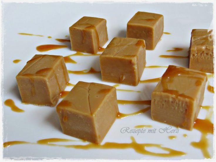Ihr benötigt: 170 g weisse Schokolade in Stücken 1 Dose Milchmädchen 160 g brauner Zucker 120 Butter, in Stücken 75 g Zuckerrübensirup Karamell 50 g Glukosesirup / Zuckersirup    …