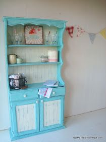 I bought a new to me Chalk Paint colour recently - Florence. I was so excited to paint something with it, and I thought this hutch would be...