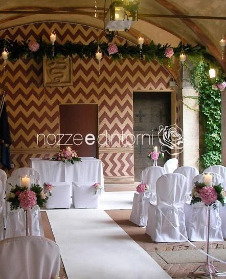 Ceremony in Sartirana Castle, Italy. Floral and set design by #nozzeedintorni - wedding designer and coordinator. www.nozzeedintorni.com