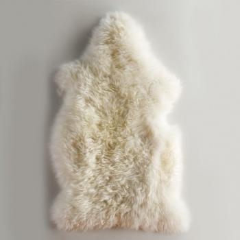 1000 ideas about tapis peau de mouton on pinterest tapis peau peau de mouton and chalet design. Black Bedroom Furniture Sets. Home Design Ideas