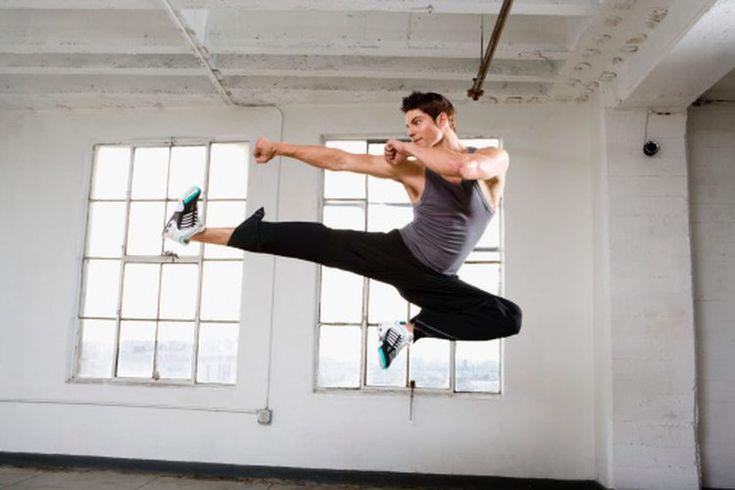 Cómo aprender trucos de kung fu. El kung fu es un arte marcial chino con miles de años de historia. Aunque las técnicas iniciales pueden parecer relativamente simples, los trucos de kung fu requieren fuerza, agilidad y práctica. La esencia de aprender trucos de kung fu es la misma que para aprender ...