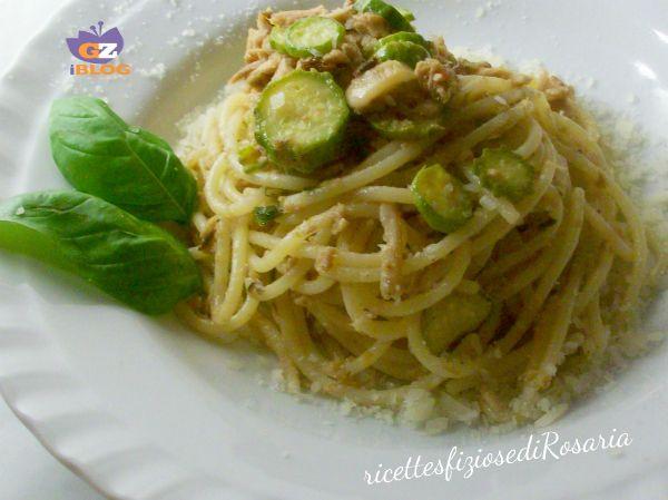 Spaghetti zucchine e tonno in bianco
