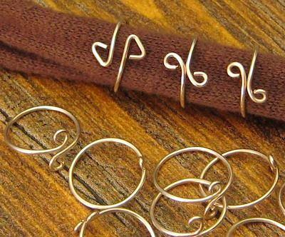 Simple wire wrap rings tutorial   . . . .   ღTrish W ~ http://www.pinterest.com/trishw/  . . . .  #handmade #jewelry