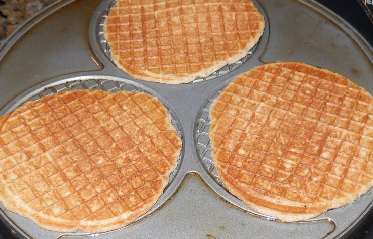 stroopwafel recipe, love stroopwafels! Click on link to get the recipe:http://www.msflourgirl.com/?p=719