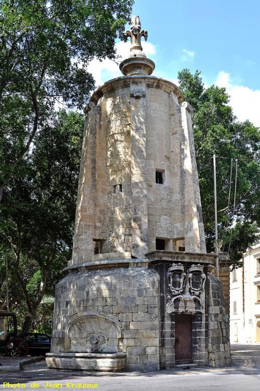 Monument rue Sarria, La Valette ( Malte )                                                                                                                                                      Plus