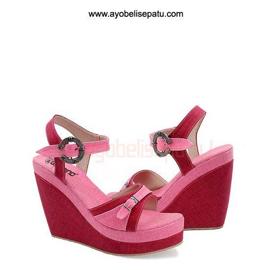 Red Pink Shoe Wedges - IDR 135.000 sepatu wedges ini didesain dengan model elegant dan dibuat dari material canvas dengan paduan warna red dan pink. #sepatuwedges #shoewedges #sepatuwanita