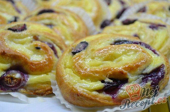 Šneci s vanilkovým pudinkem a borůvkami | NejRecept.cz