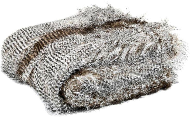 Plaid Ostrich Fur houd je warm in de winter, én voegt dat uniek luxe lodge gevoel toe aan je interieur! // Goossens wonen & slapen @ Villa ArenA