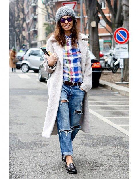 Le maxi bonnet - boyfriend jeans & chemise carreaux ---- Street style : elles portent déjà les tendances de la rentrée